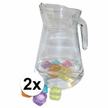 2 schenkkannen 1 3 liter met gekleurde ijsblokjes