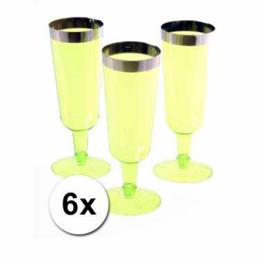 6 groene champagneglazen van plastic