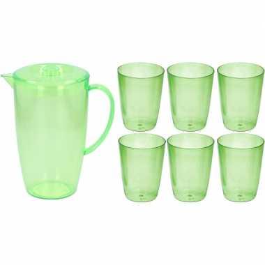 Groene plastic schenkkan/waterkan set 2 liter met 6 glazen